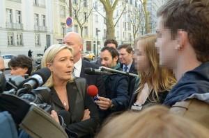 Marine-Le-Pen-a-Metz-14-mars-2014-etudiants-DSC_7527