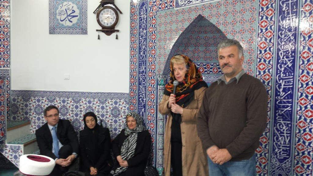 Discours de M-J Zimmerman (UMP) à la Mosquée, accompagnée de ses colistiers Emmanuel Lebeau, Naïma Hassani et Elise Apaydin-Sapci.