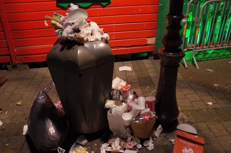 2014-12-07-vin-chaud-poubelles-04