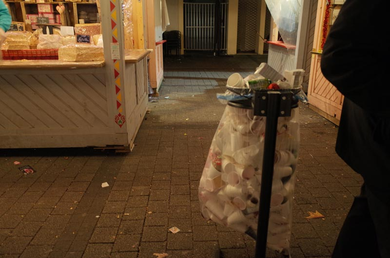 2014-12-07-vin-chaud-poubelles-05