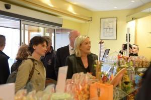 Marine-Le-Pen-a-Metz-14-mars-2014-commerce-DSC_7527