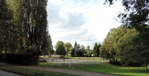 Végétation et terrains de sports amenés à être remplacés par la grande mosquée de MEtz